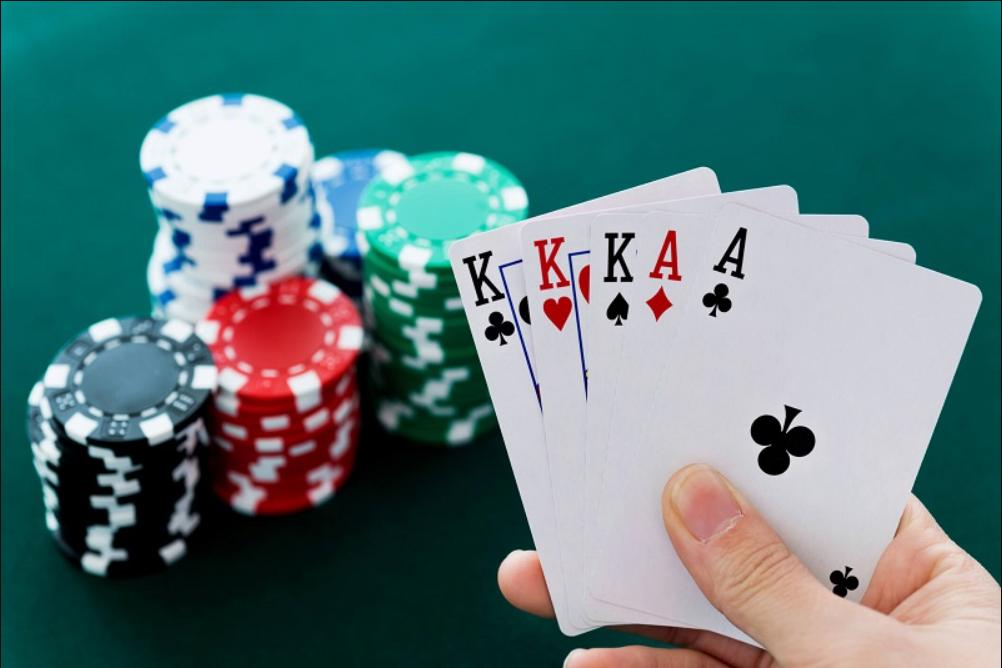 Poker có luật chơi rất phù hợp với mọi đối tượng